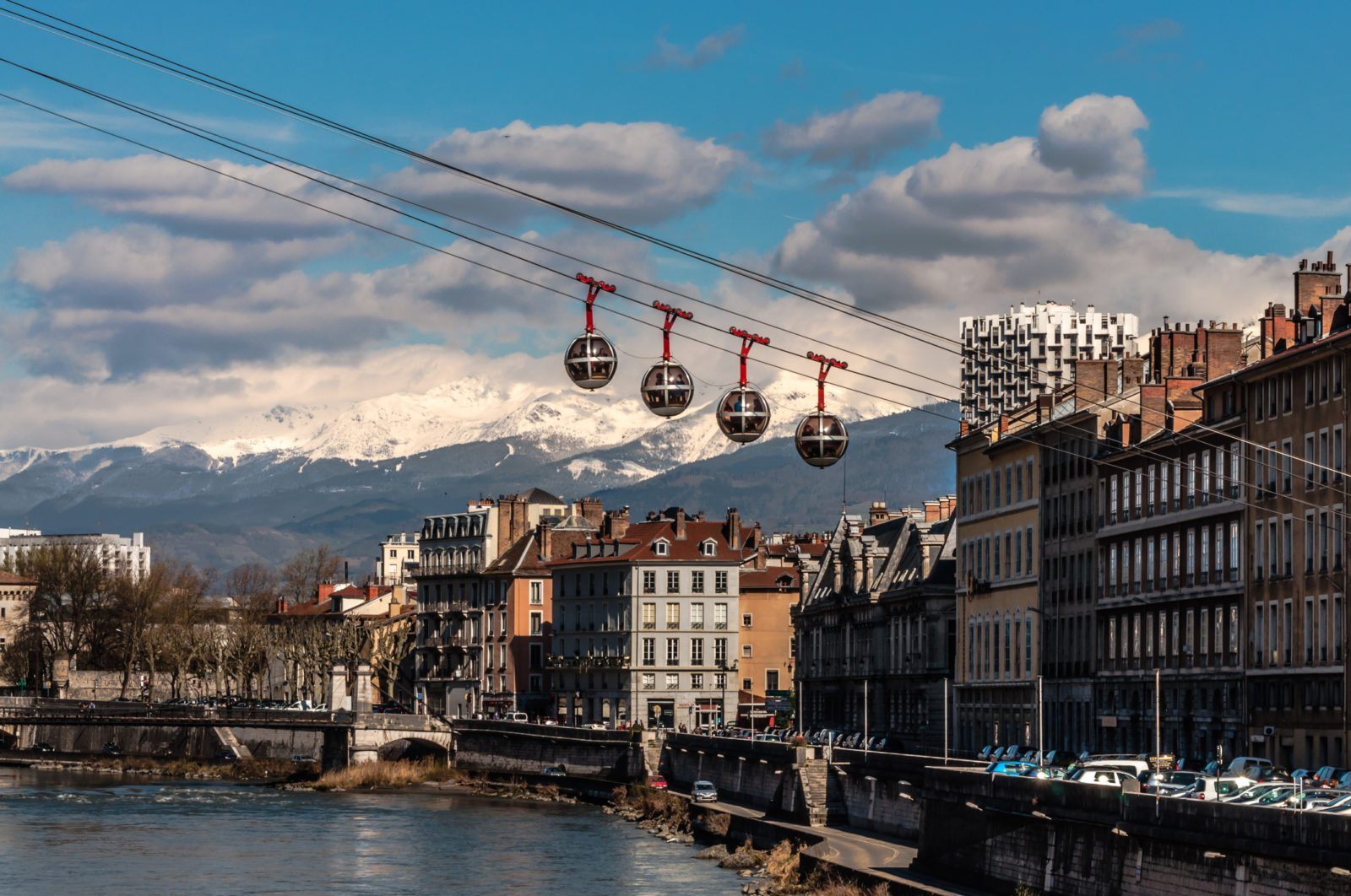 Grenoble Airport Transfers. Airport transfers to ski areas such as Espace Killy and the Three Valleys